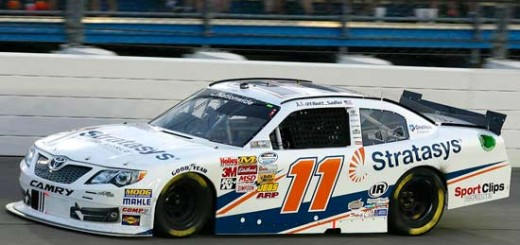 Stratasys 是 Joe Gibbs Racing 车队 11 号丰田凯美瑞的主要赞助商,该车在 NASCAR 全国系列赛中由 Elliott Sadler 驾驶。
